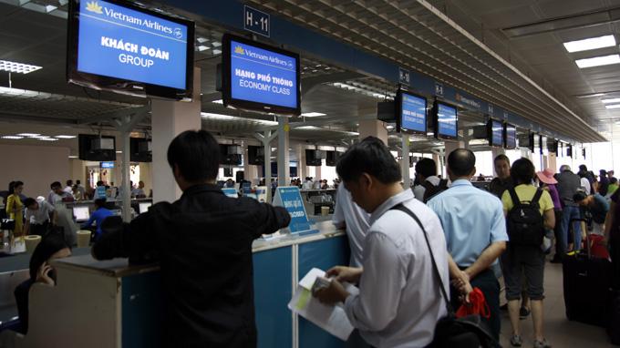 Làm thủ tục xin cấp visa tại sân bay