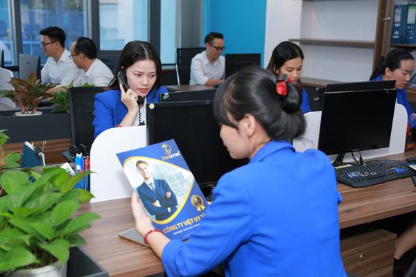 Việt Uy Tín chuyên tư vấn và chuẩn bị hồ sơ thẻ tạm trú cho người nước ngoài