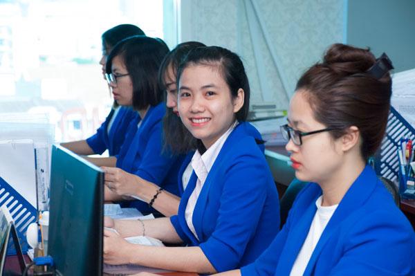 Đội ngũ nhân viên Việt Uy Tín dày dặn kinh nghiệm