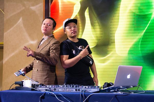 DJ giúp không khí buổi tất niên thêm phần