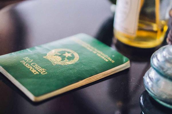 Trẻ em dưới 9 tuổi có thể được cấp chung hộ chiếu với cha mẹ