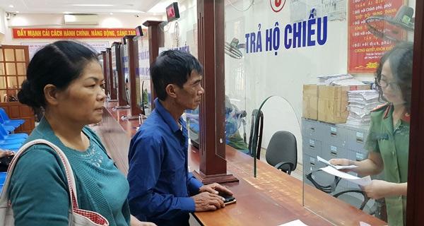 Nộp hồ sơ tại Phòng Quản lý xuất nhập cảnh Công an tỉnh, thành phố