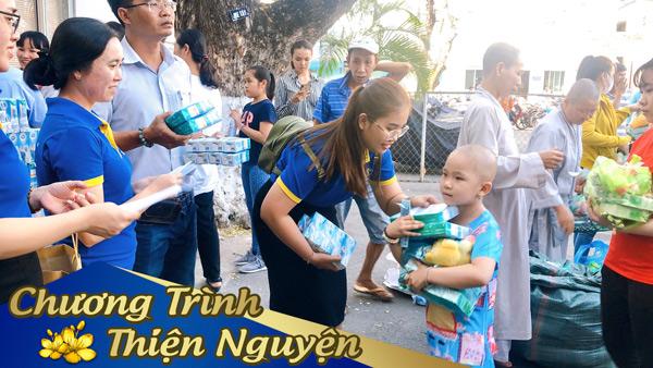 Việt Uy Tín đã đến ghé thăm phòng bệnh tại khoa nhi, khoa xạ trị và khoa ngoại thương